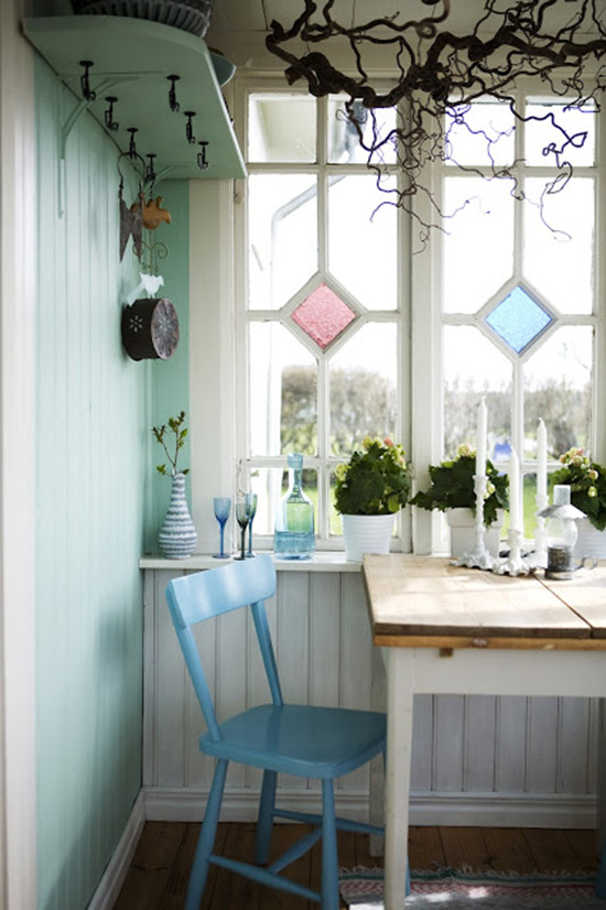 Silla y mesa comedor pintadas