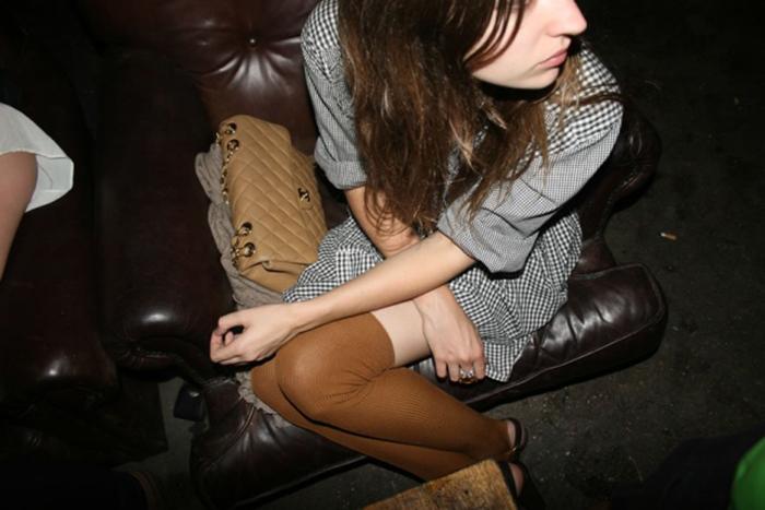 valentine_fillol_cordier_stockings_sofa_JyucyEs.sized