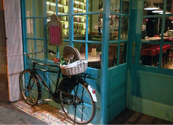 bicicleta-entrada-restaurante-la-delizia-barcelona