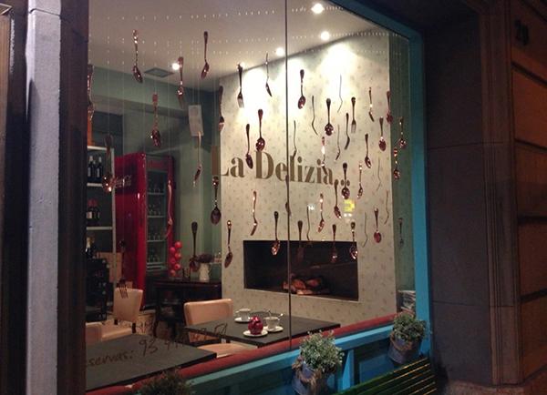 ventana-restaurante-la-delizia-barcelona