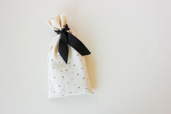 hand_drawn_fabric_favor_bags_7